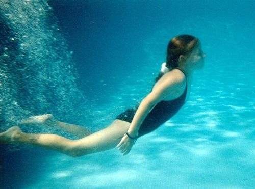 Practicar natación, el mejor de los deportes para todos los niños